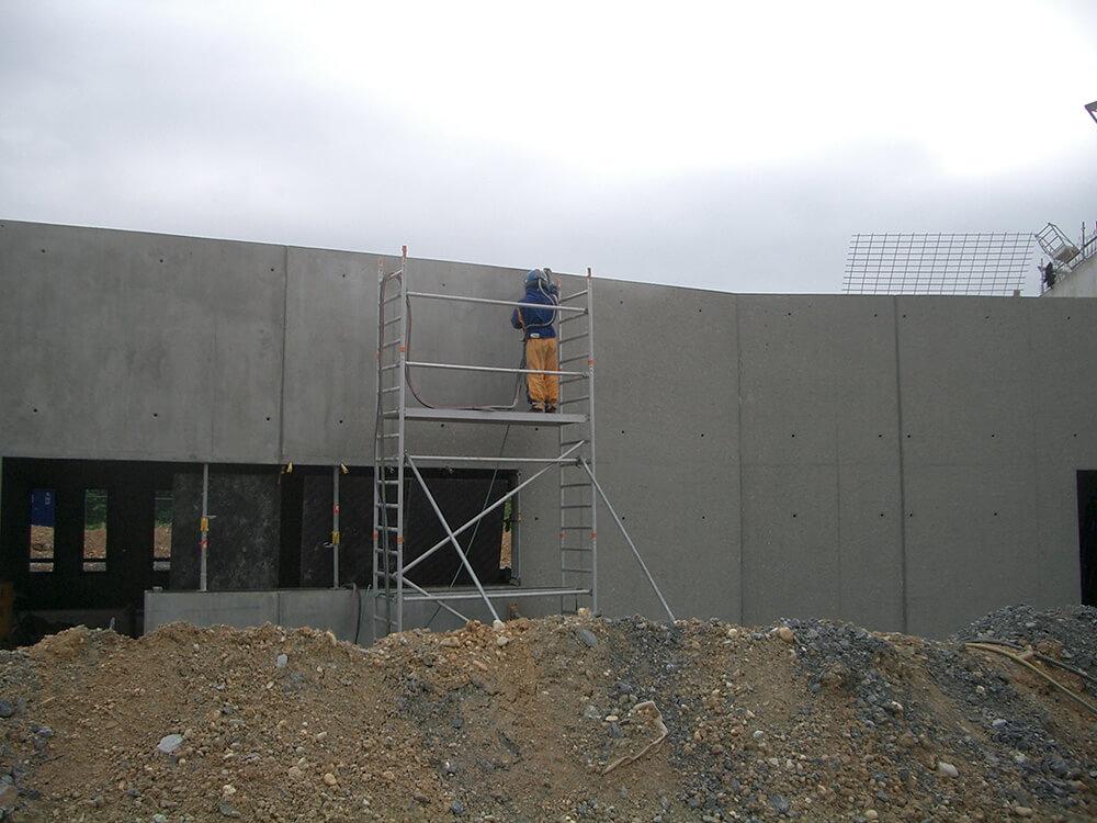 Décapage d'un mur en béton par sablage à Annecy (73 Savoie)