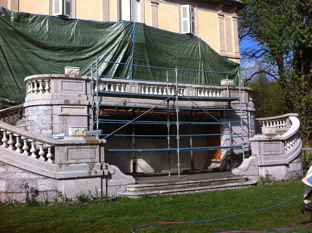 Rénovation d'un monument historique : escalier en pierre à Chambéry (Savoie)
