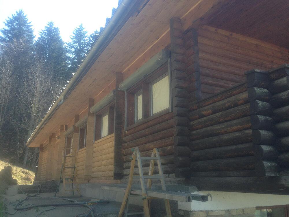 Avant nettoyage façade bois par sablage à Cluse (73 Savoie)