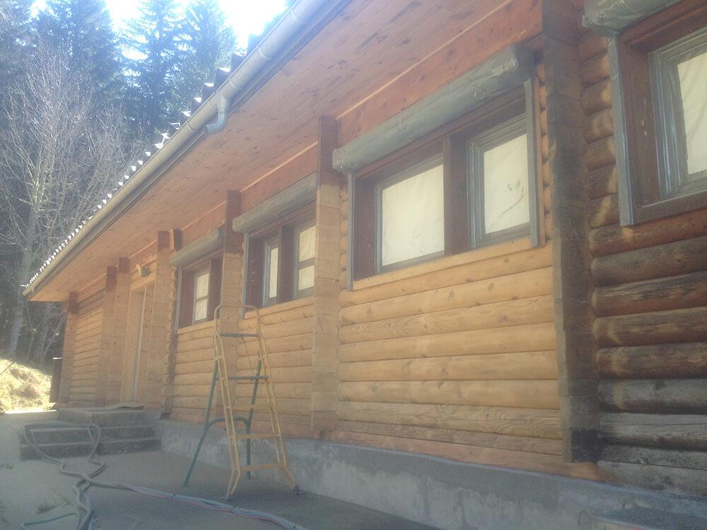 Après nettoyage façade bois par sablage à Cluse (73 Savoie)