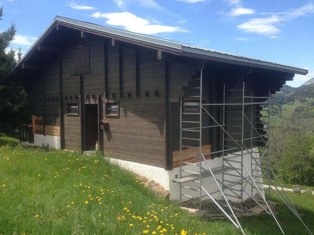Avant nettoyage chalet bois par sablage à Moutiers (73 Savoie)