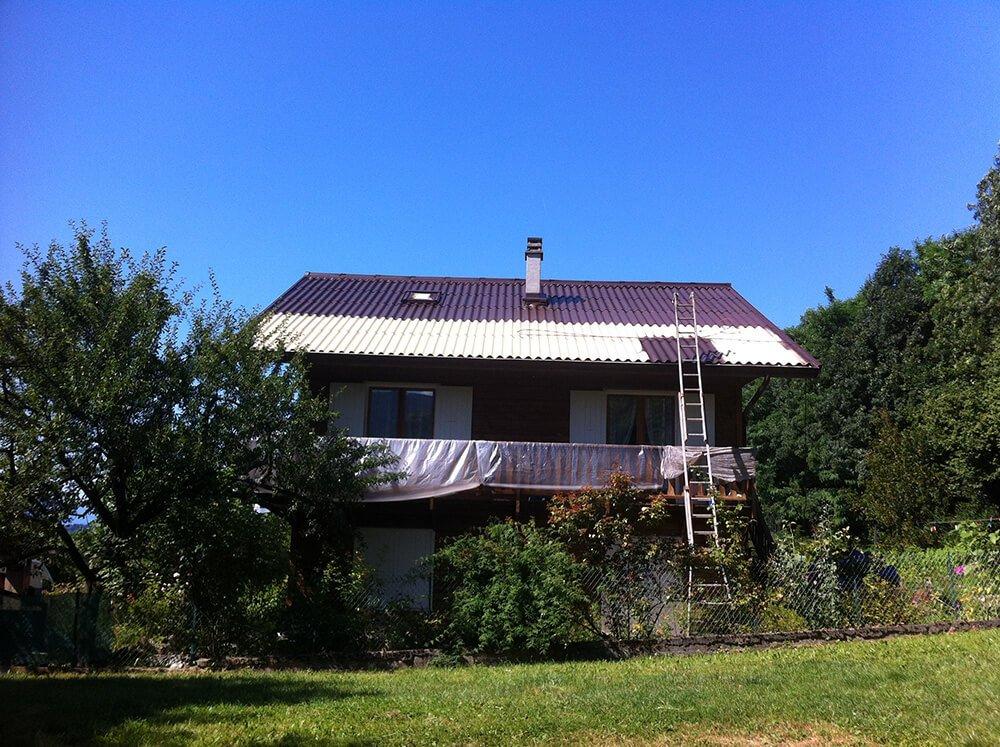 Peinture de la toiture d'une maison à Aix-les-Bains (Savoie)