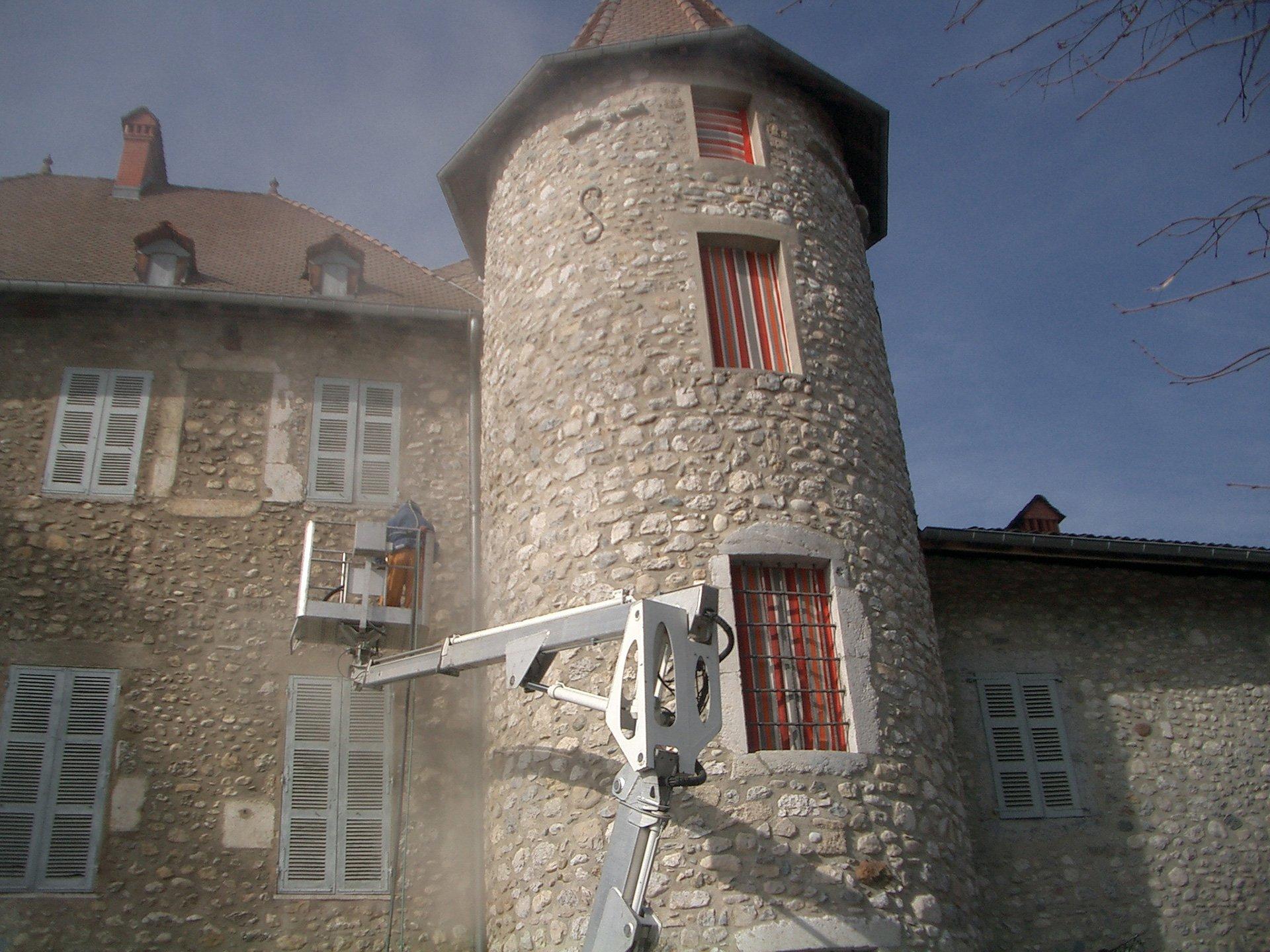 Rénovation d'un monument historique par hydrogommage